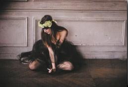 Adèle-bandeau en organdi jaune-Maison Michel-PE 2008